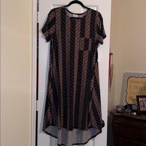 Adorable midi dress.  Very comfy!!